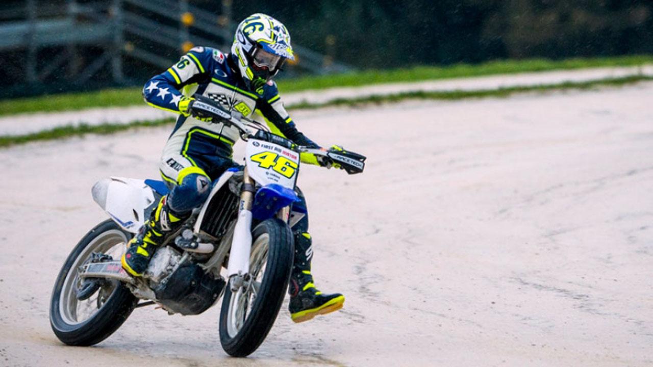 Posible fractura de tibia y peroné de Valentino Rossi haciendo Enduro