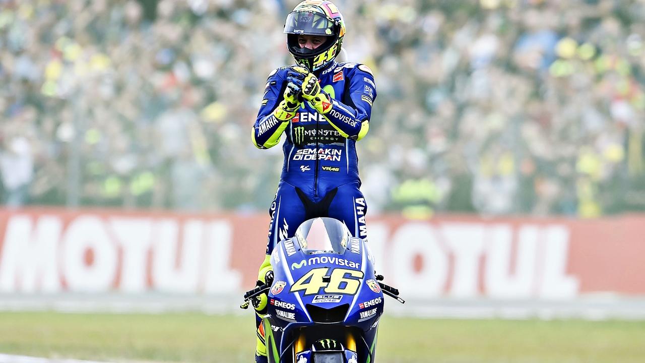 """Valentino Rossi, operado con éxito: """"Quiero subirme a la moto lo antes posible"""""""