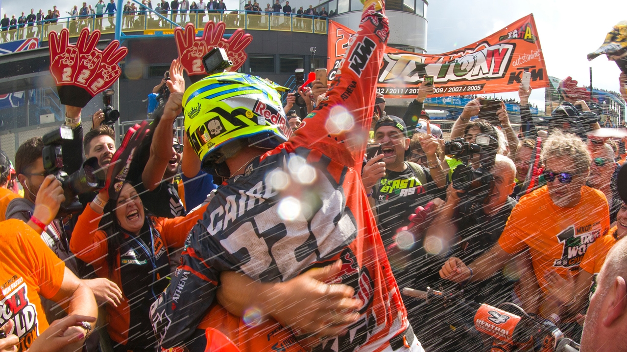 Tony Cairoli seguirá los pasos de Valentino Rossi o Jorge Lorenzo