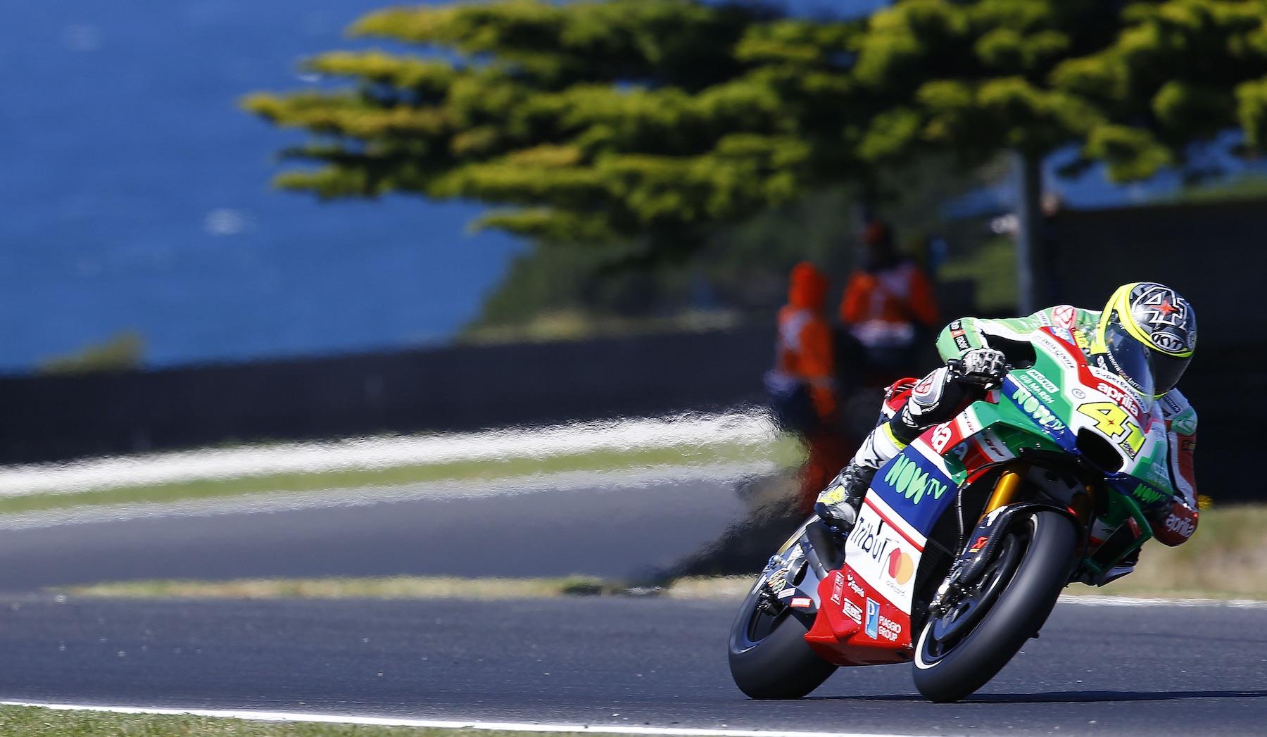 Aleix Espargaró sorprende y se pone al frente de MotoGP en Phillip Island