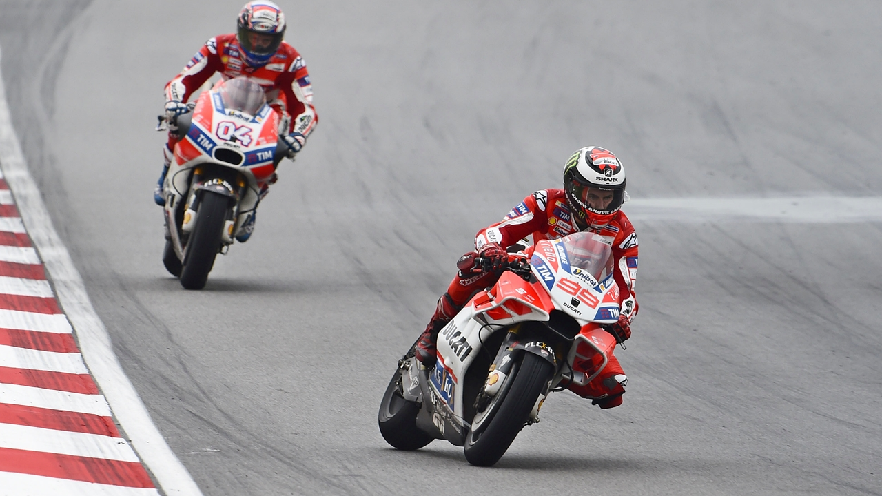 El error de Jorge Lorenzo que aprovechó Andrea Dovizioso para ganar en Sepang
