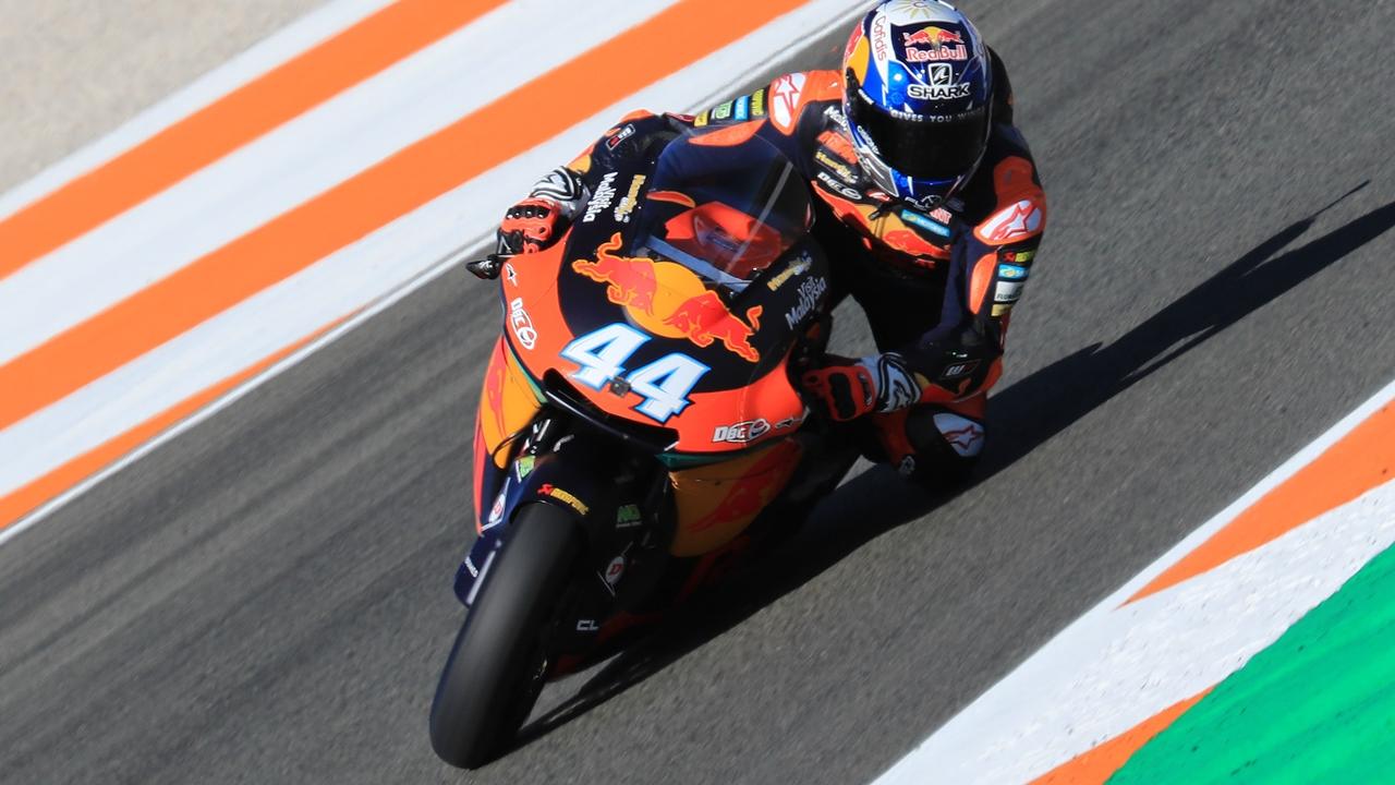 Miguel Oliveira sigue imponiendo la ley de KTM en Valencia