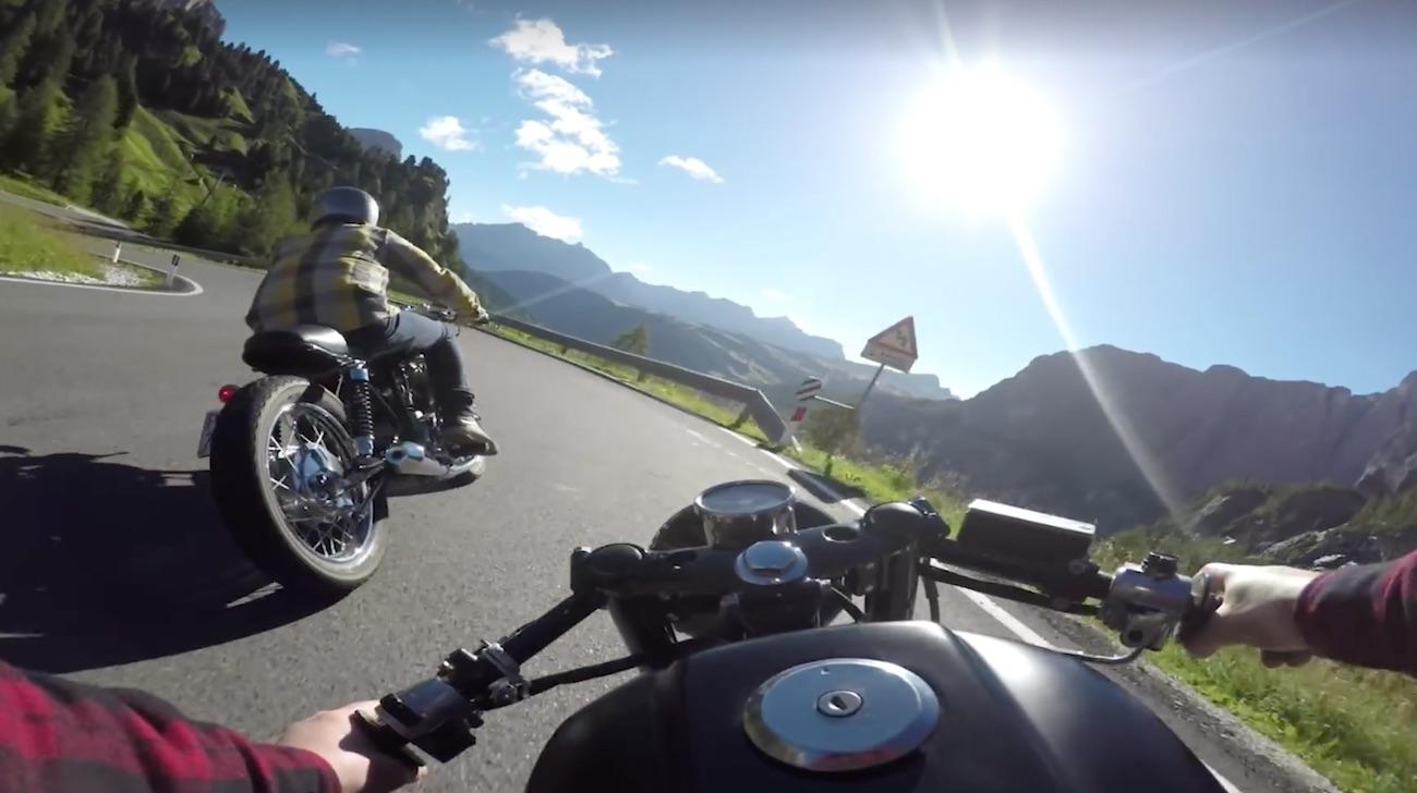 Así es rodar en moto por los Dolomitas