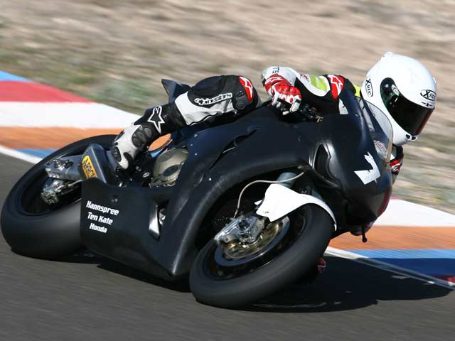 Carlos Checa ya corre con la Honda CBR 1000RR 2008