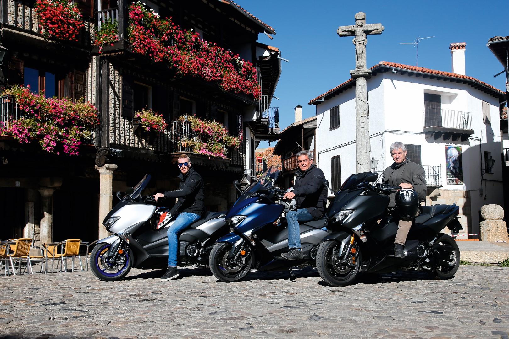 Probamos el Yamaha TMAX con dos lectores de LA MOTO