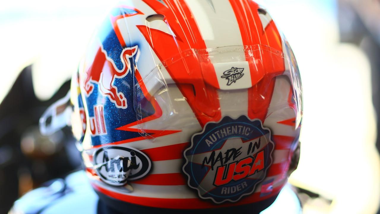 Arai rinde tributo a Nicky Hayden con dos réplicas de su último casco