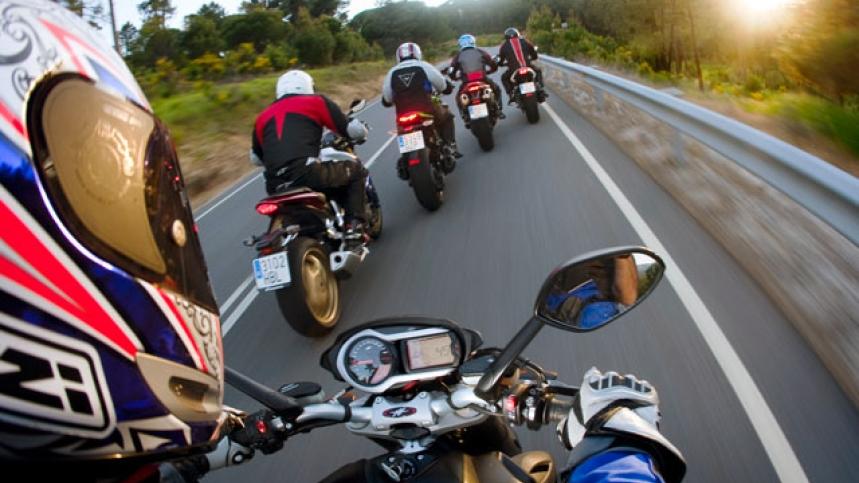 Repsol abarata sus carburantes estas fiestas y regala 75 scooters