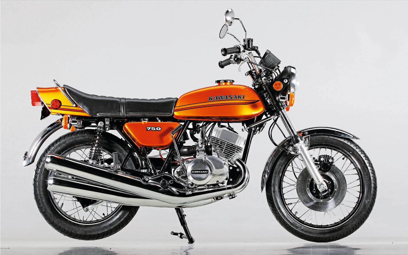 Kawasaki H2 750, la tres cilindros 748cc 2T de cuando las emisiones no importaban