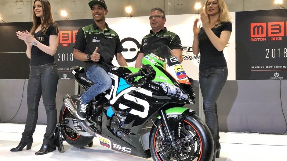Yonny Hernández enseña su Kawasaki ZX-10RR para el Mundial de Superbike 2018