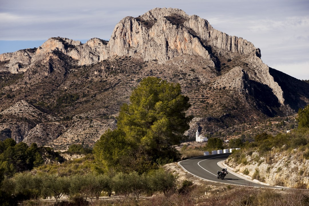 Ruta en moto por la Sierra de Alfaro y Marinas  con Ruralka