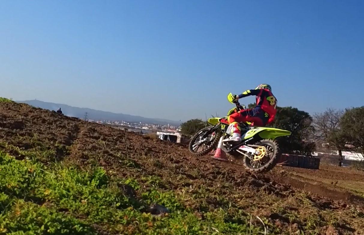 Así se entrena un piloto de MotoGP en invierno, con Aleix Espargaró