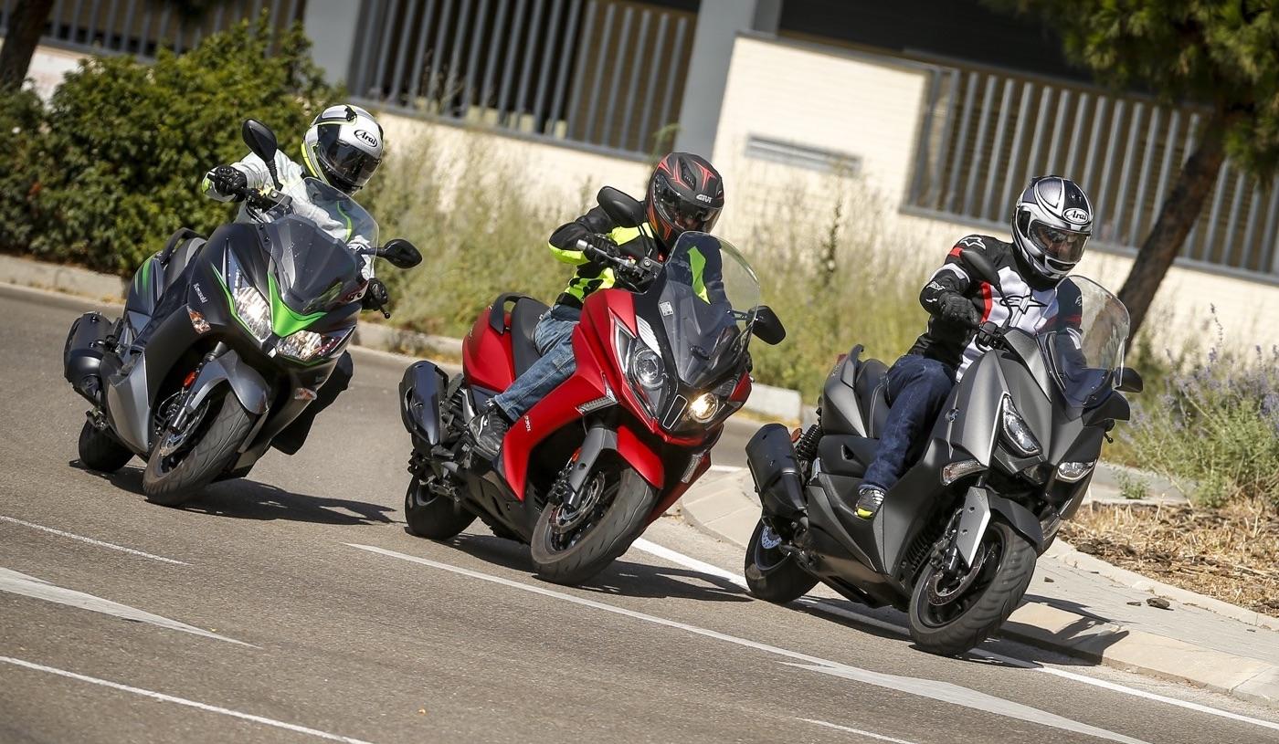 Comparativa Scooters 300: Kawasaki J300 vs Kymco Super Dink vs Yamaha XMAX 300