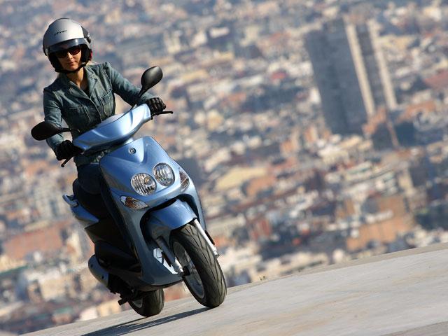 Anesdor opina que el cambio de la licencia de ciclomotor es innecesario