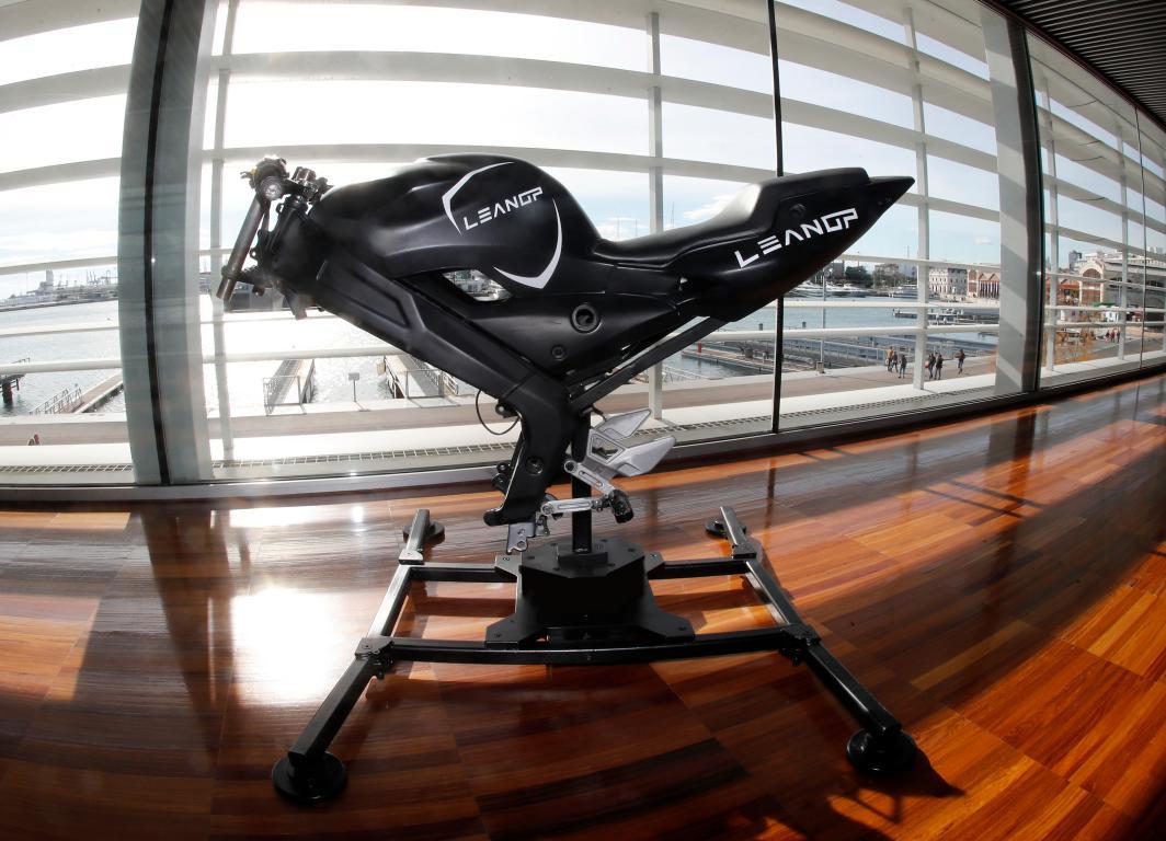 LeanGP, la startup española que pondrá en tu casa un simulador de motociclismo