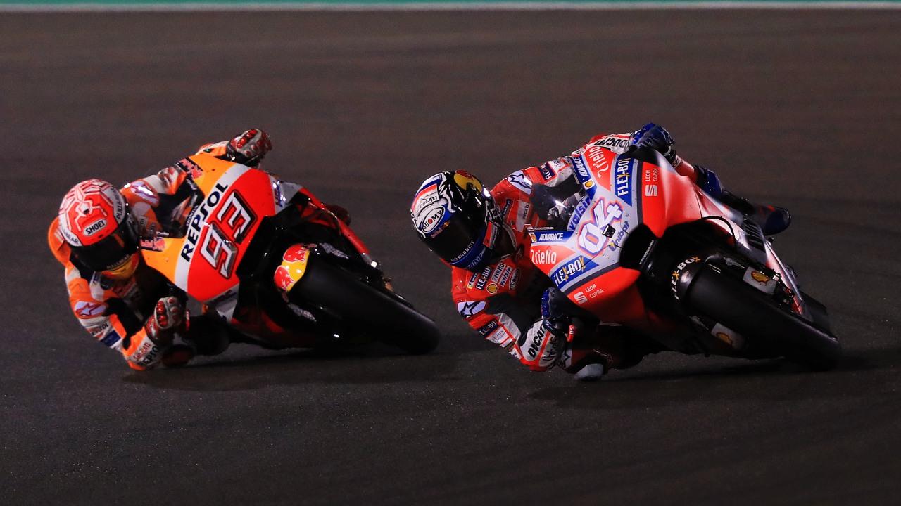Andrea Dovizioso derrota a Marc Márquez  por milésimas en Qatar y es líder de MotoGP 2018