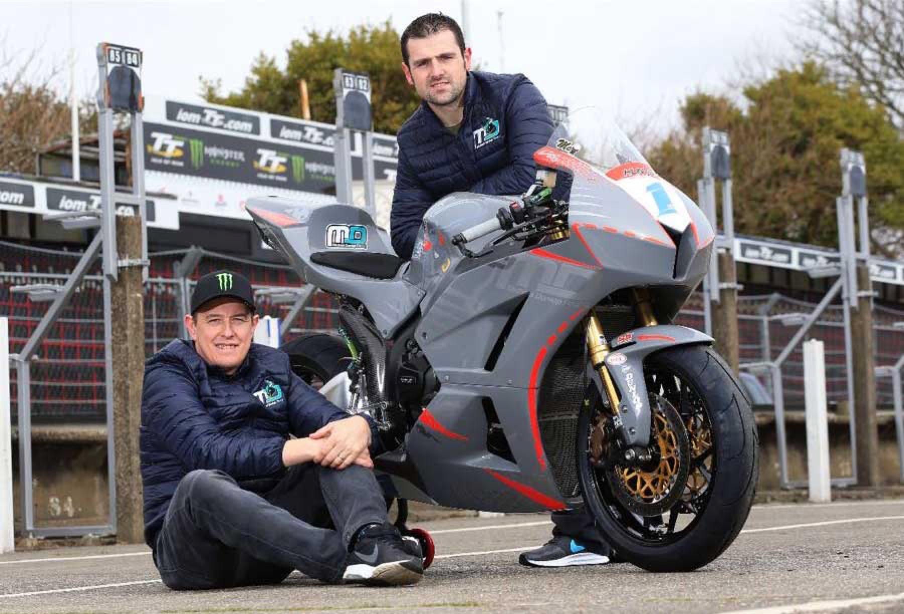 John McGuinness correrá para y junto a su rival Michael Dunlop en el Tourist Trophy