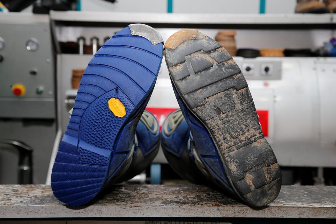 Así se repara la suela de tu bota de campo
