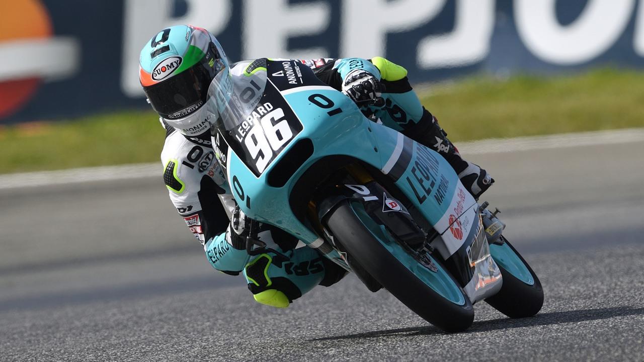 Manuel Pagliani bate a Raúl Fernández y es líder del Mundial Junior de Moto3 2018