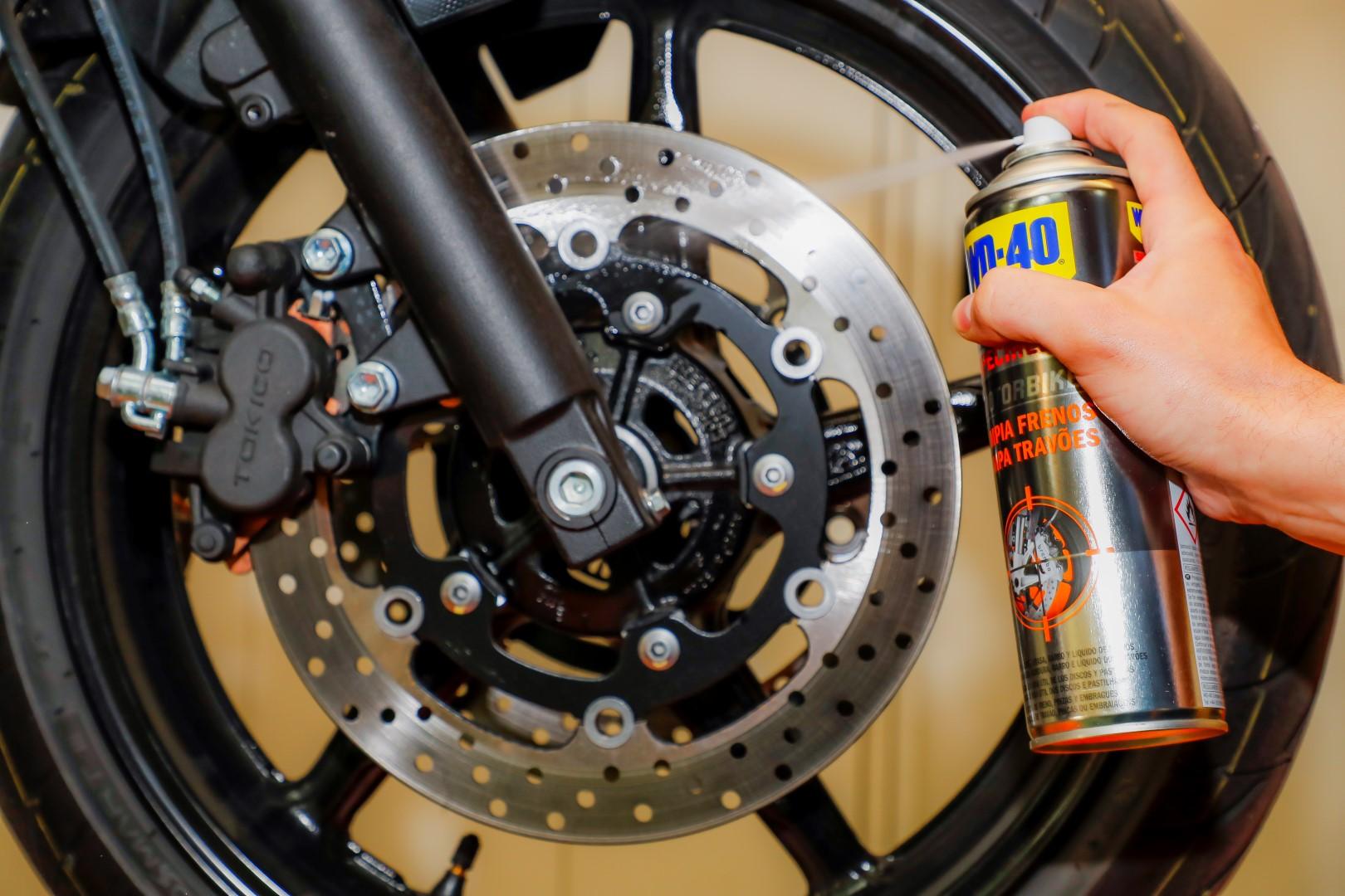 Cómo limpiar los frenos de tu moto