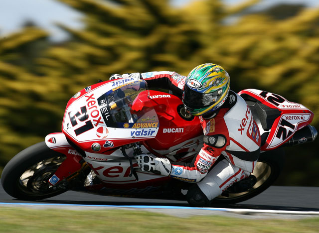 Bayliss (Ducati), Corser (Yamaha) y Fabrizio (Yamaha) suben al podio