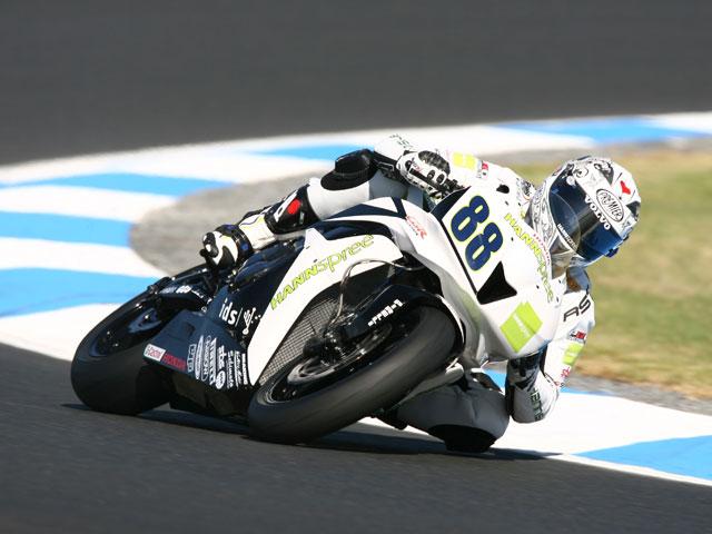 Andrew Pitt (Honda) toma ventaja en Supersport