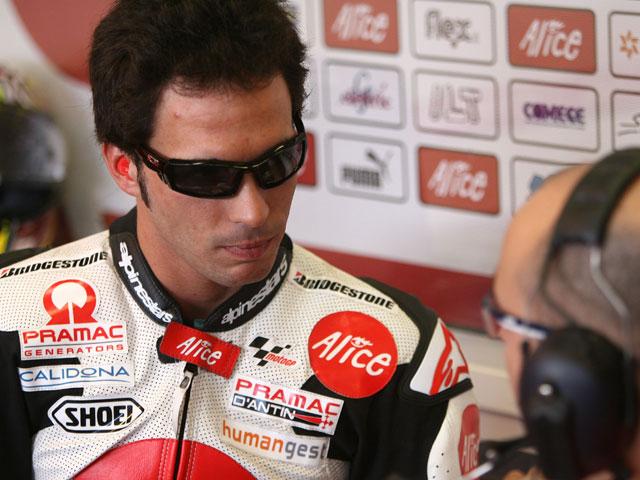 Toni Elías (Ducati) tocado tras los entrenamientos del viernes
