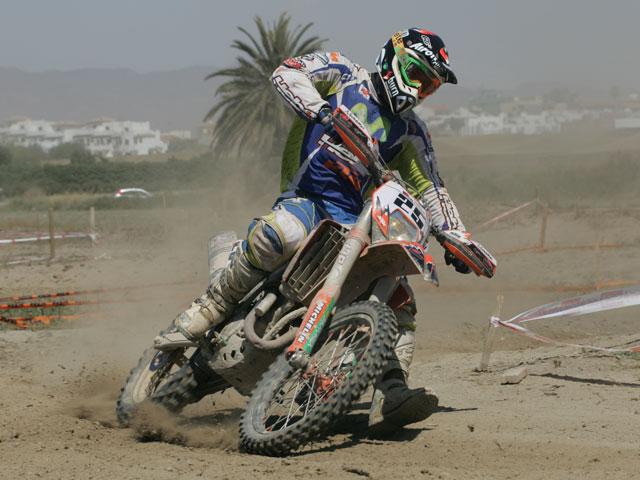 Duelo entre Iván Cervantes (KTM) y Cristóbal Guerrero (Yamaha)