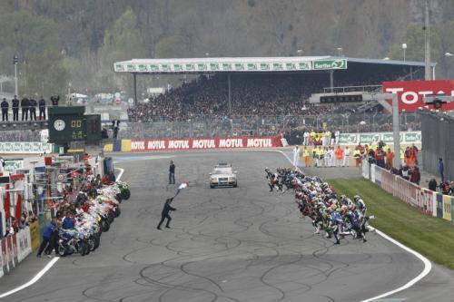El Equipo Suzuki 2 sigue en cabeza de las 24 Horas de Le Mans