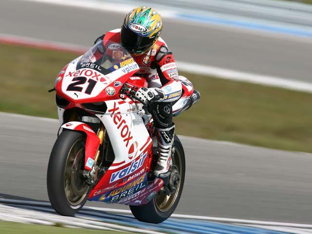 Segunda victoria de Bayliss (Ducati). Checa repite podio con Honda