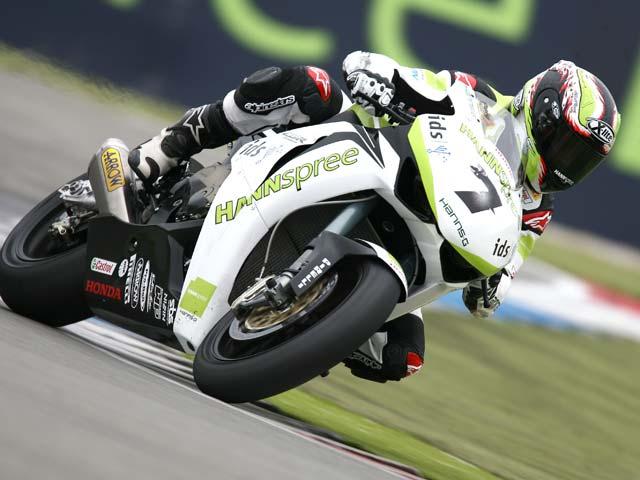 Carlos Checa (Honda) busca su primera victoria en el Mundial de Superbike