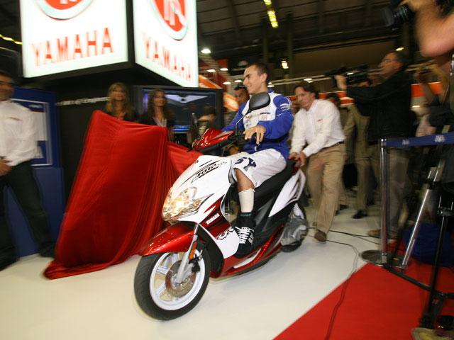 Jorge Lorenzo llega a MotOh! 2008 con su Yamaha JOG RR Réplica.