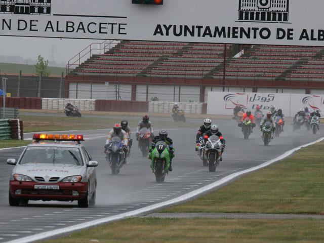 La lluvia condiciona la salida de las Seis Horas de Albacete