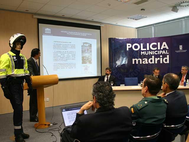 Nuevo equipamiento para los agentes de la Policía Municipal de Madrid