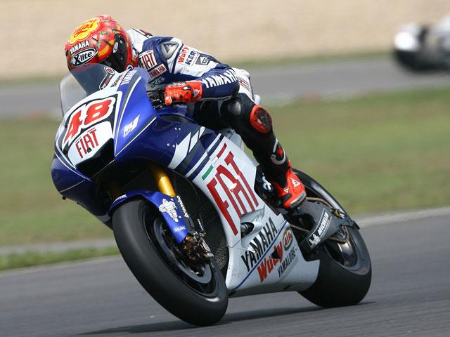 Jorge Lorenzo (Yamaha) recibe el visto bueno médico para correr en Francia
