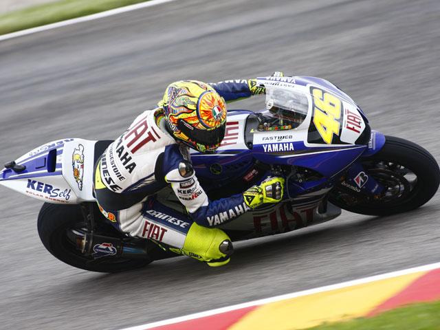 Rossi (Yamaha) marca una pole position incontestable. Pedrosa (Honda),  Segundo.