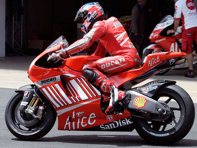 Stoner entrena con la Ducati GP9 de chasis de carbono | MotoGP ...