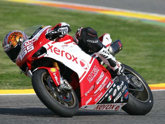 Victorias de Roberts (Ducati) y Vostarek (Honda)