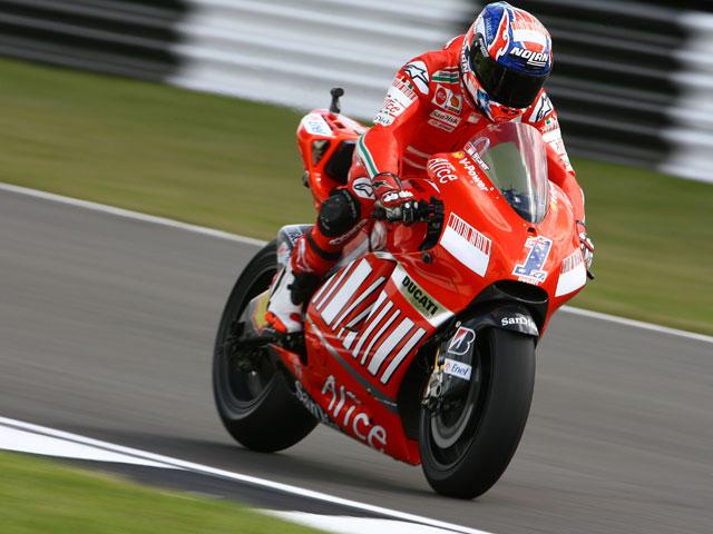 Stoner y Ducati rematan con victoria el GP de Gran Bretaña. Pedrosa, tercero