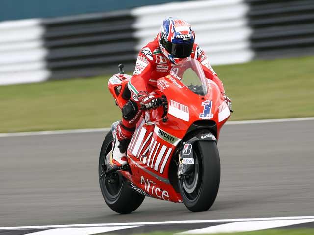 Stoner (Ducati) sigue mandando
