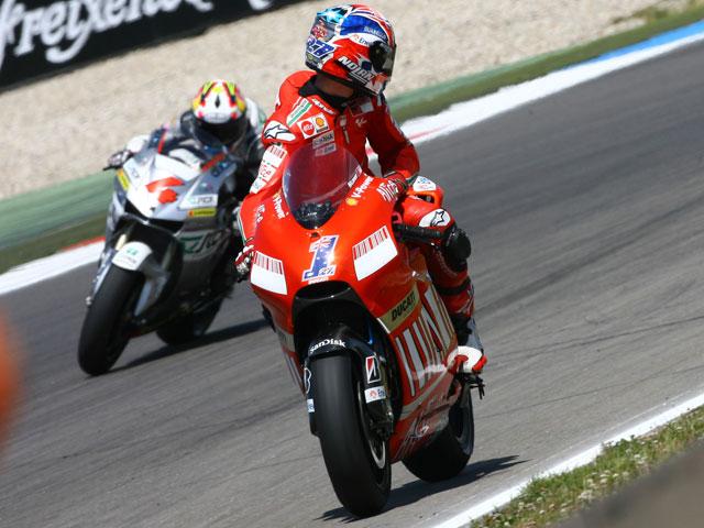 Tercera pole para Casey Stoner y Ducati. Pedrosa (Honda), segundo