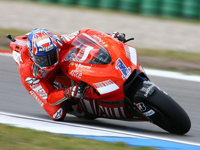 Stoner (Ducati) repite victoria. Pedrosa (Honda) segundo y lidera la provisional