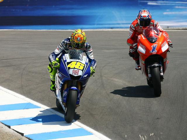 Rossi (Yamaha) gana el duelo del año frente a Stoner (Ducati)