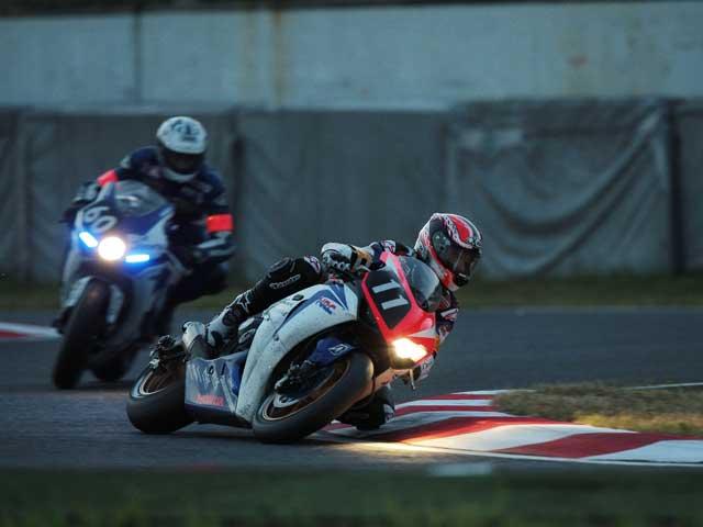 Carlos Checa (Honda) vence en Suzuka