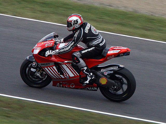 Gibernau se lo pone difícil a los jefes de Ducati