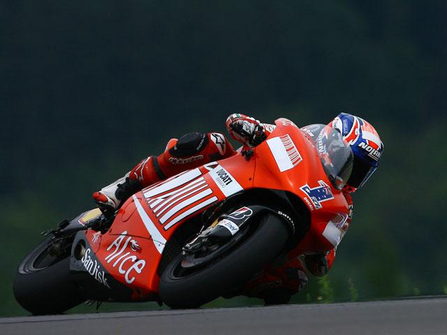 Stoner (Ducati) pole en Brno. ¡Lorenzo no se clasifica!
