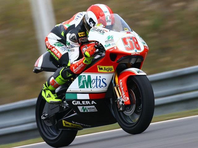Simoncelli (Gilera) logra la pole en Brno. Debón (Aprilia), segundo