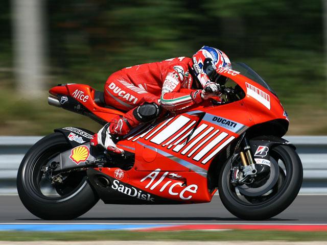 Stoner (Ducati) vuelve a ser el más rápido en Brno. Elías (Ducati), tercero.