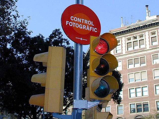 Más semáforos con cámara y radar en Madrid y Barcelona