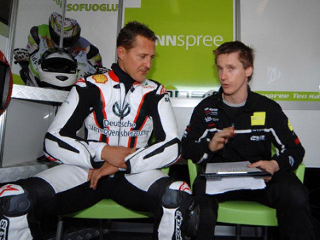 Schumacher rueda con la Honda de Carlos Checa en Magny Cours