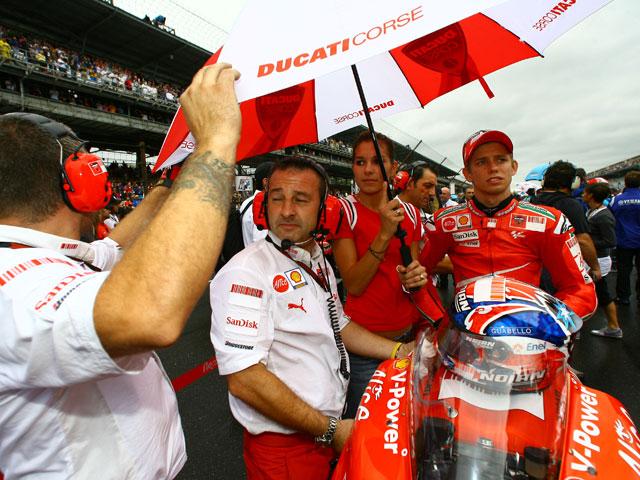 Stoner (Ducati), Simoncelli (Gilera) y Smith (Aprilia) encabezan los libres